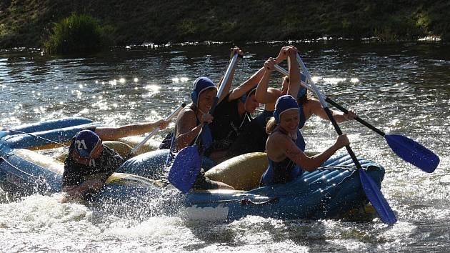 Recesistické vodní hry na slepém rameni Malše uzavřely prázdninové kulturní a sportovní dění ve městě.