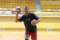 Od žáčků ještě bývalý smečař, nyní libero Petr Habada nezměnil dres. Volejbalovému klubu České Budějovice zůstává věrný i nadále.