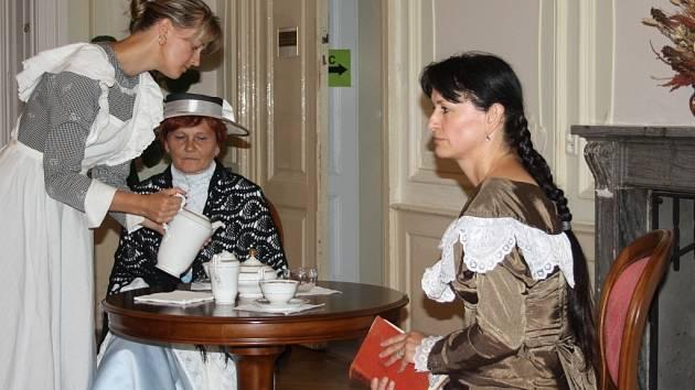 Zámecké slavnosti v Nových Hradech vyvrcholily hranou prohlídkou.