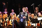 Na každoročním festivalu Múzy na vodě vystoupil ve středu Orchestr a sbor Jihočeského divadla s dirigentem Mariem De Rose