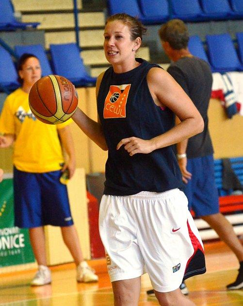 STARONOVÁ TVÁŘ. Edita Šujanová se po návratu do Strakonicuž plně zapojila do společného tréninku s týmem.
