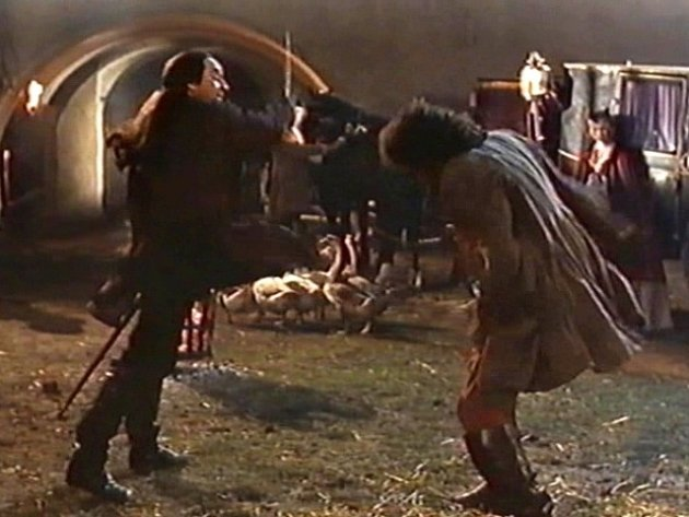 Ksouboji vyzval upířího hraběte (Viktor Preiss) uražený rejtar (Pavel Skřípal).  Upír však drzého vyzyvatele ztrestá  a vyhraje. Cesta  pro odjezd vkočáru je volná. Potyčku sleduje hraběnka Olivie.