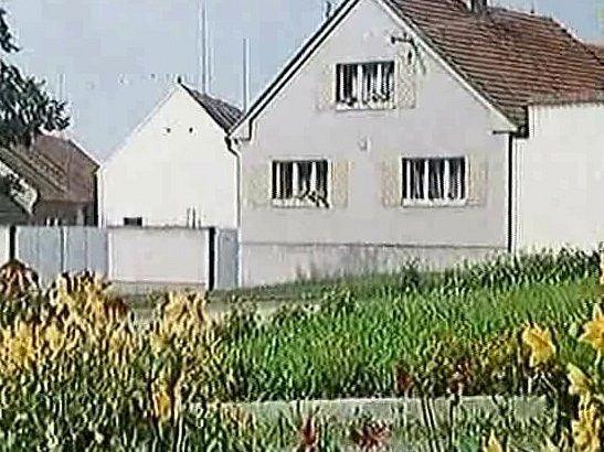 Dům rodiny Reitingerů si filmaři vybrali pro sídlo otce Vavřince, dcery Štěpánky a dalších. Dnes má dům jiné střechy a je opravený.