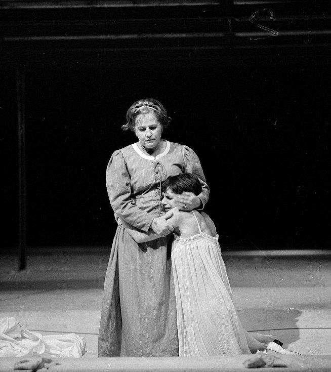 Romeo a Julie: Hana Bauerová se Sylvou Vozkovou, 1980.