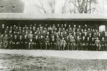 Návštěva generála Stanislava Čečka v Týně 29. října 1929, společný snímek důstojníků a čelních představitelů města.