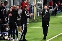 Radost trenéra Davida Horejše, fotbalisté Dynama vyhráli v Brně 3:1.