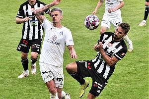 Na jaře Dynamo doma Slovácku podlehlo 0:1 (vpravo Patrik Brandner atakuje Klimenta), jak to bude v neděli?