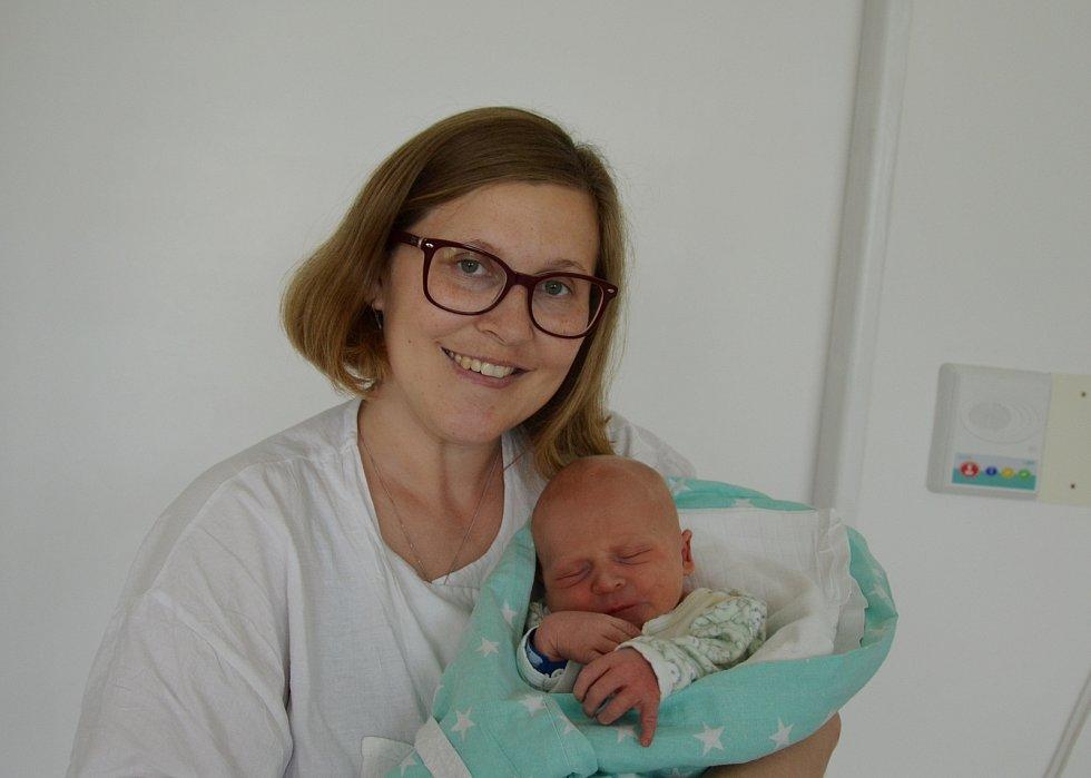 V Písku bude poznávat svět novorozený Hubert Prokop. Prvorozený syn Denisy a Davida Prokopových se narodil 4. 6. 2021 ve 20 h., vážil 3,45 kg.