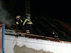 Požár stodoly ve Vlkovicích.