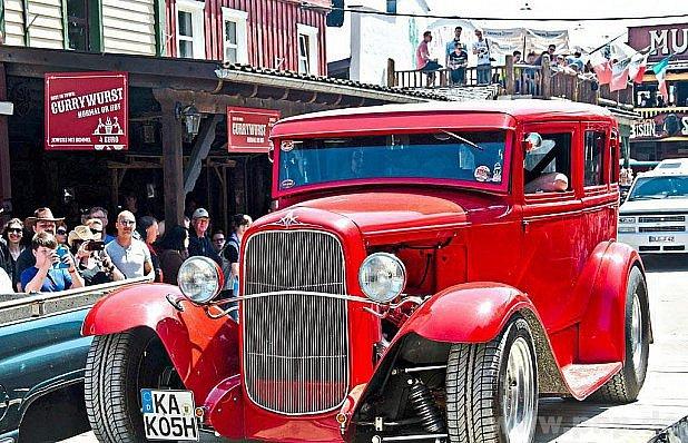 Americké vozy míří do Pullman City.