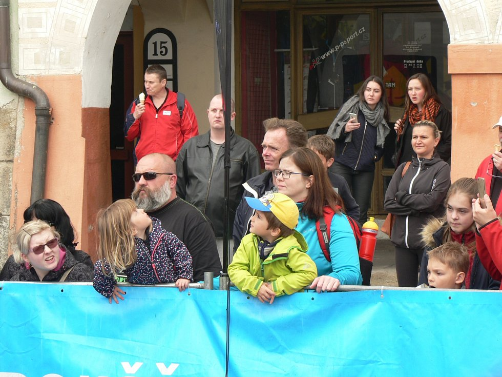 Start hlavní kategorie sobotního běhu v Českých Budějovicích přilákal i řadu diváků.
