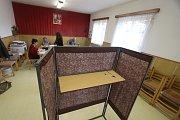 Volby 17,volební místnost v Temelíně.