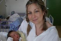 Tadeáše Tobolku drží v náručí jeho maminka Gabriela Urbánková. Chlapeček s porodní váhou 3,90 kg se narodil 28.2.2011 v 16 hodin a 30 minut. Pyšným tatínkem prvorozeného syna je Michal Tobolka, který už se jistě těší, až si celou rodinu odveze domů do Tře