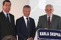 Slavnostní otevření nové výrobní haly. Zleva Jiří Šácha, Ernst Faber a starosta města Borovany Stanislav Malík.