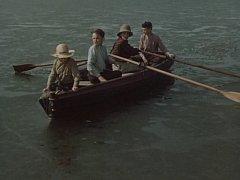 Záběr z filmu Cesta do pravěku natočený na rybníku u Strmilova.