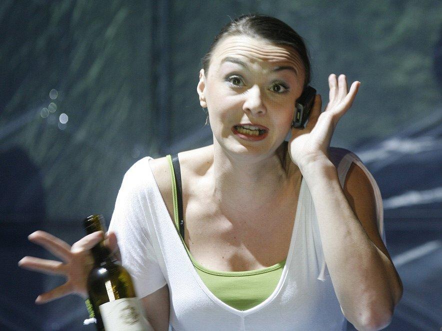 Herečka Lenka Krčková jako Róza ve hře Mobil, Jihočeské divadlo, rok 2009.