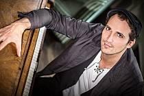 Radim Schwab září v muzikálové roli Fantom opery. Znají ho ale i diváci TV Ślágr.