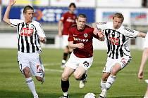 Obrana Dynama byla v nedělní lize se Spartou pevná, o čemž se přesvědčil i Juraj Kucka v souboji s Petrem Benátem a Peterem černákem. Fotbalisté Dynama hráli se Spartou 0:0.