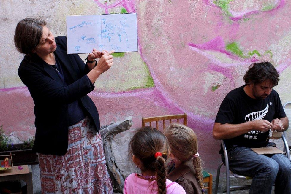 V Táboře otevřela nová galerie s názvem Uma Uma. Na snímku spisovatelka Olga Černá při festivalu Tabook.