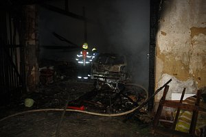 Noční požár v Ločenicích si vyžádal jeden život