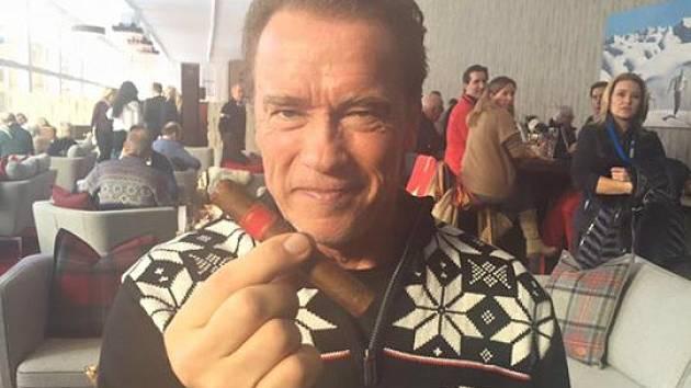 Arnie splnil slib.