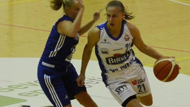 NÁVRAT. Irena Vrančičová (vpravo) v souboji s Karolínou Malečkovou.