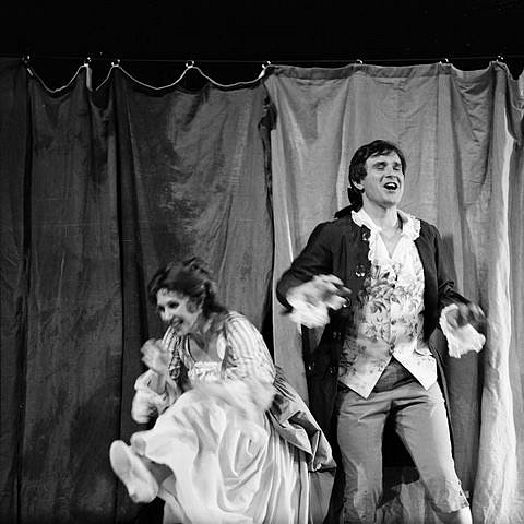 Josef Průdek, osobnost opery Jihočeského divadla, slaví 70. narozeniny. Snímek z představení Napravený opilec.