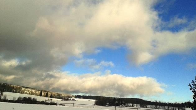 Nové Hutě na Šumavě. Také tady připadlo více sněhu až v závěru minulého měsíce.
