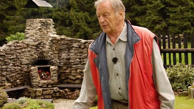 Janu Pohanovi věnovala v roce 2006 Česká televize díl projektu 13. komnata. Narodil se  jako Kurt Ferdinand Jüstl. Měl německý (po otci) a částečně anglický (po matce) původ. Jméno Jan Pohan mu dal adoptivní otec po brzké smrti rodičů.