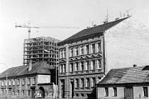 Pražská třída v roce 1979, v pozadí stavba hotelu Gomel.