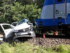 Vážná dopravní nehoda na železničním přejezdu mezi Kamenným Újezdem a Včelnou.