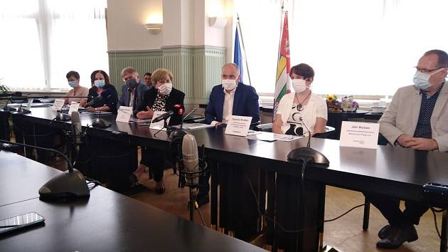 Tým, který stál za velkou jihočeskou studií, představil její výsledky na tiskové konferenci na Krajském úřadě.