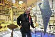 Akademický sochař Petr Fidrich propojil svoje umění s atomovou elektrárnou.