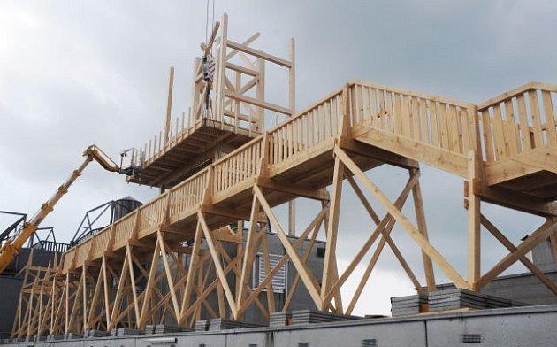 Vyhlídku vysadí nad střechy Lince.