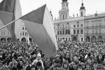 Přes padesát tisíc lidí se sešlo 27. listopadu při generální stávce na náměstí Přemysla Otakara II.
