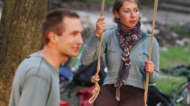 Budějovický divadelní soubor Barevný děti měl v parku Háječek premiéru nové hry s názvem Les.