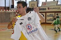 Martin Vozábal i letos přiveze do Strakonic do dražby dresy špičkových evropských klubů.