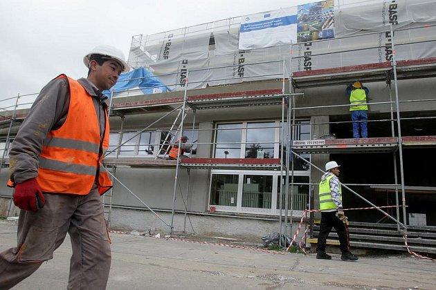 Problémy s azbestem řešili zhruba před měsícem také v pražské Základní škole Hovorčovická.