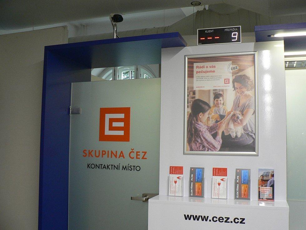 V Českých Budějovicích bylo slavnostně otevřeno první kontaktní místo společnosti ČEZ v prostorách České pošty.