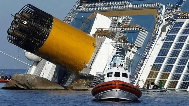 Tématem festivalu Voda, moře, oceány jsou vraky. Na snímku Costa Concordia, která ztroskotala v lednu 2012. Film o ní bude jedním z lákadel festivalu.