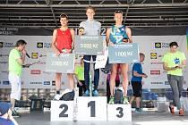 ABSOLUTNÍ vítězové běhu na deset kilometrů. Zleva František Linduška, Vít Damián a David Vaš.