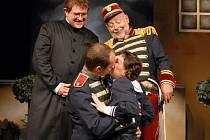 V pátek uvede soubor opery v Jihočeském divadle populární  Mam'zelle Nitouche. Zahrají si v ní  (na snímku) Miloslav Veselý, Josef Průdek, Aleš Voráček  a Iva Hošpesová.