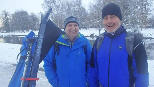 Běžkování u Malše si pochvaloval i Pavel Antoš (vlevo) s kamarádem Karlem.
