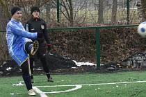 Kapitán SK Rudolfov Martin Zach rád rozehrává rohové kopy.