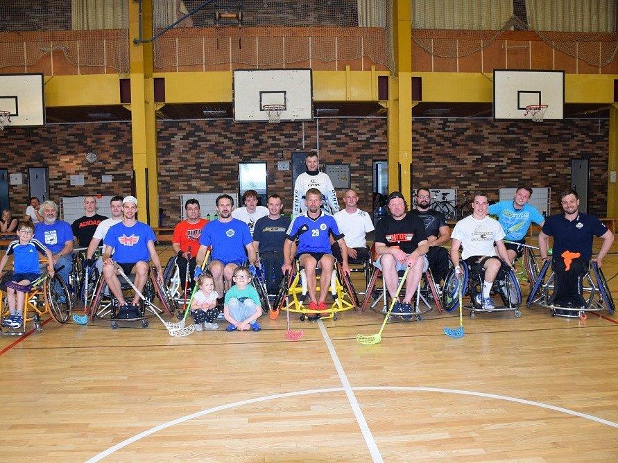 Handicapovaní a nepostižení sportovci se vyfotili společně