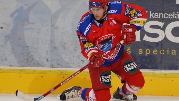 Útočník HC Mountfield Štěpán Hřebejk  na ledě dře do úmoru a jeho píle ho vynesla až do role klíčového hráče týmu. V pátečním duelu v Karlových Varech by nechtěl chybět.