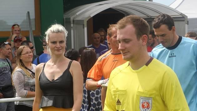 Fotbalový zápas pískala Iva Pazderková poprvé.