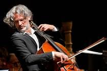 Jihočeská komorní filharmonie (JKF) zahájila novou sezonu, hostem koncertu v Metropolu byl 17. září violoncellista Jiří Bárta. V nové sezoně nabídne JKF kromě abonentní řady A i cyklus B, v němž se představí Dagmar Pecková či Lenka Dusilová.