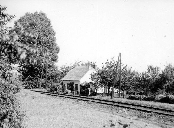 Strážní domek vNetřebicích na Českokrumlovsku, kde pracoval drážní strážník Johann Zaczek, je zachovalý. Snímek zroku 1966.