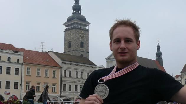 Martin Michek se stříbrnou medailí z mistrovství světa.